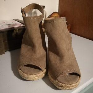 Tan peep toe wedges by Merona sz 8.5